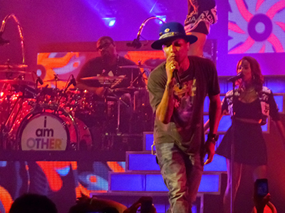 kekeLMB_Pharrell_Williams_Dear_GIRL_Tour_Zenith_Paris_2014_(1)