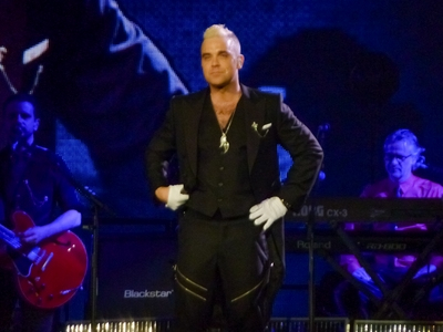 kekeLMB_Robbie_Williams_Let_Me_Entertain_You_Tour_2015_Zenith_Paris_2015_(3)
